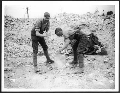Tommies washing in a tin