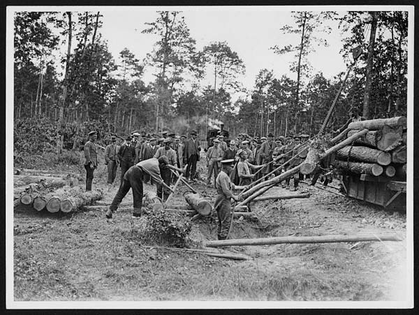 (30) L.911 - Inspecting the work of the Canadian Forestry Detachment