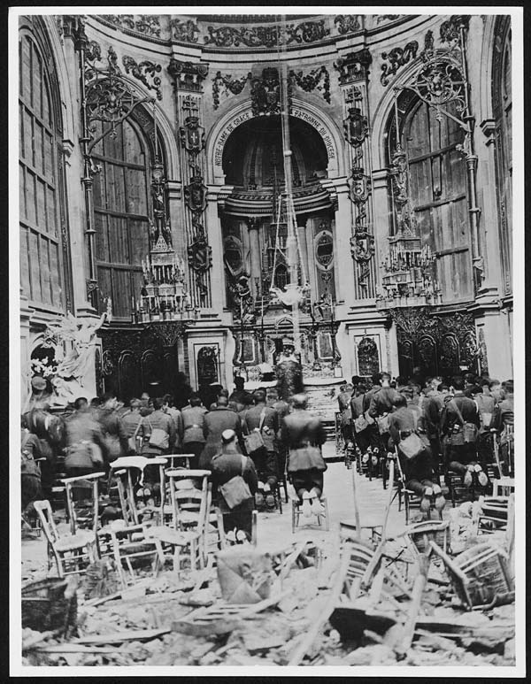 (55) X.25016 - On Sunday October 13th 1918 …  a thanksgiving service in the Cambrai Cathedral for the deliverance of the Town